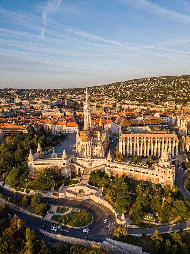 10-cose-da-vedere-a-Budapest-bastione-dei-pescatori-chiesa-mattia