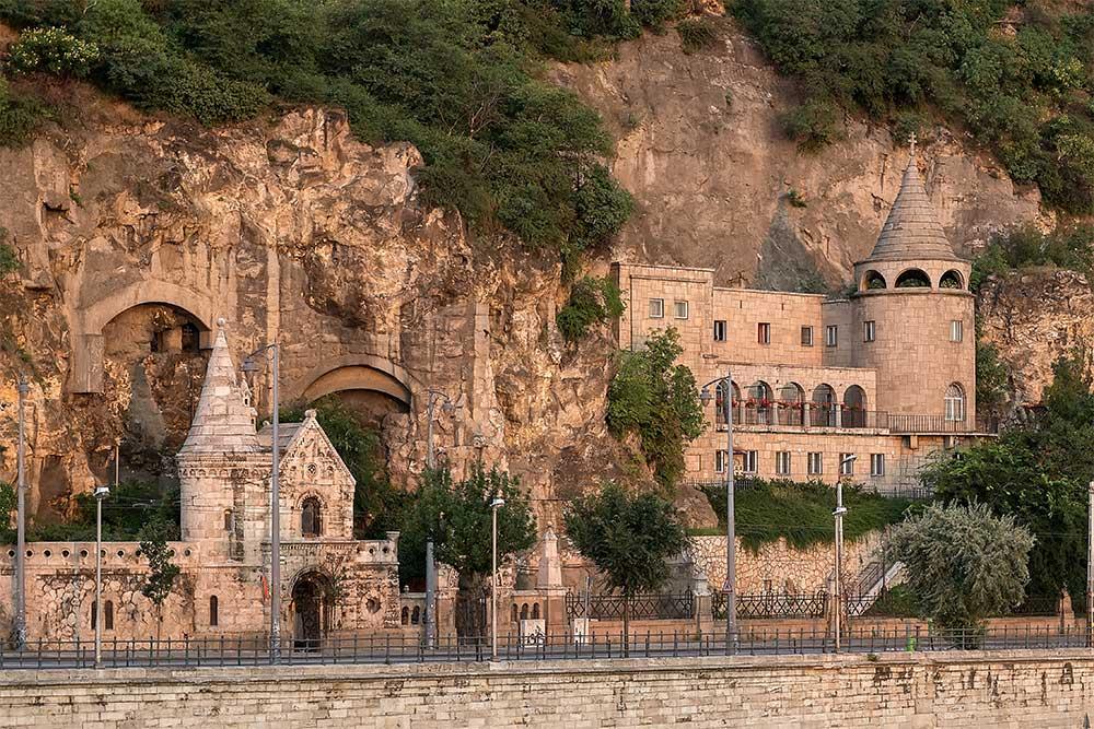10-cose-da-vedere-a-Budapest-chiesa-nella-roccia
