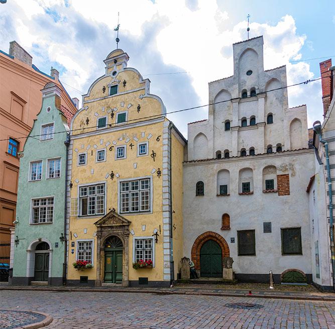 Conviene-visitare-Riga-3-fratelli