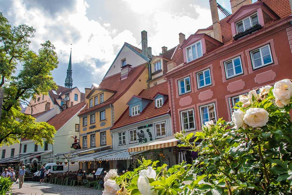 Conviene-visitare-Riga-Līvu-piazza
