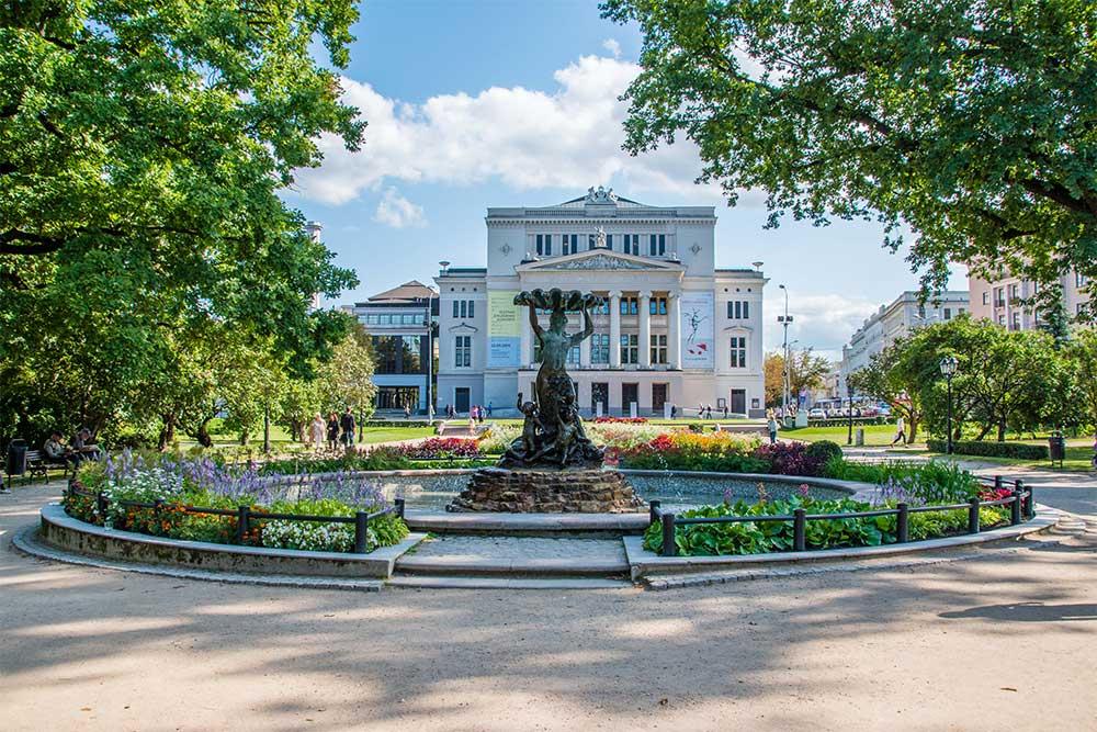 Conviene-visitare-Riga-teatrp-opera