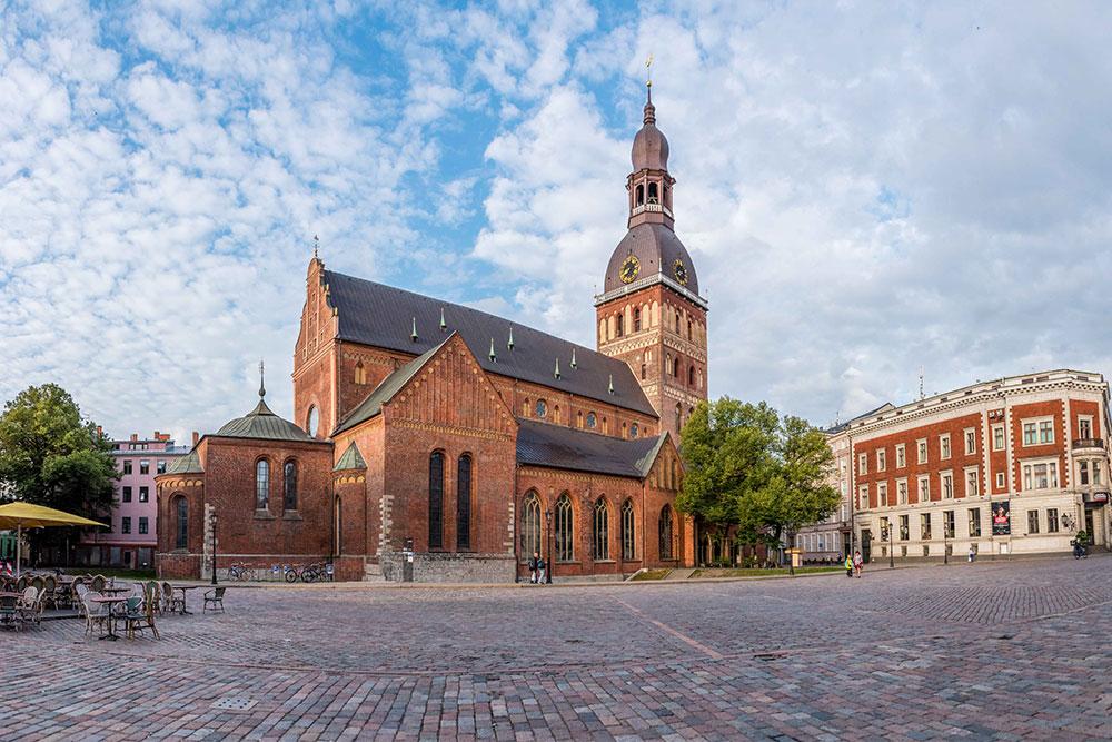 Conviene-visitare-Riga-piazza-duomo