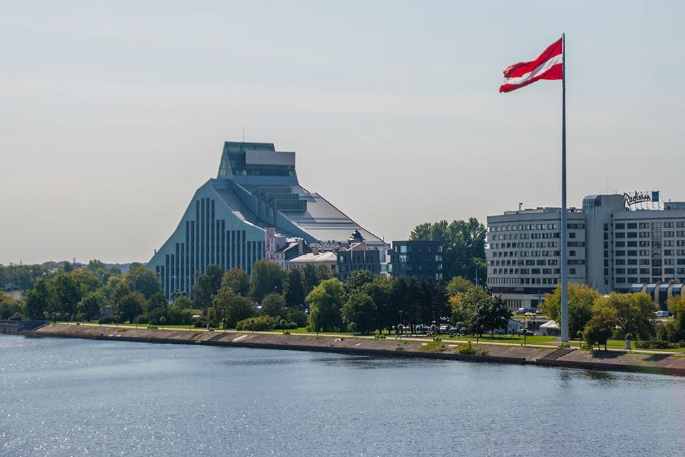 Conviene-visitare-Riga-libreria-nazionale