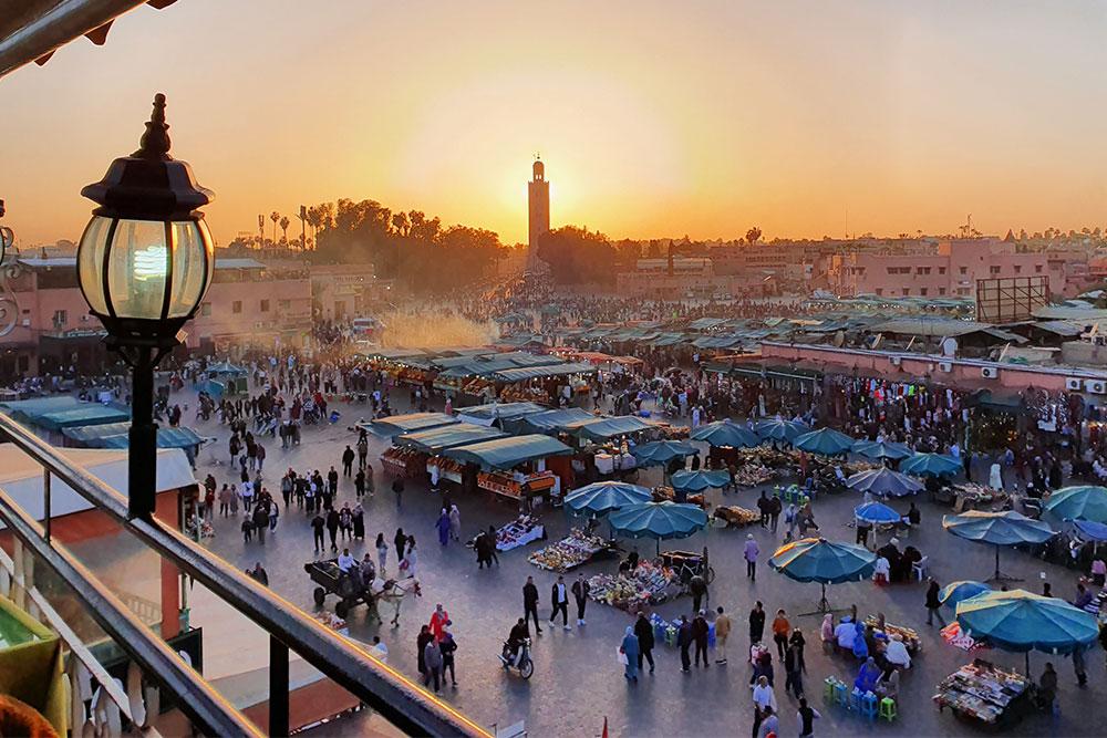 a-Marrakech-medina-koutoubia-moschea-piazza-el-fna