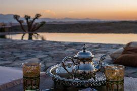 deserto-di-agafay-tramonto-piscina-tè-menta