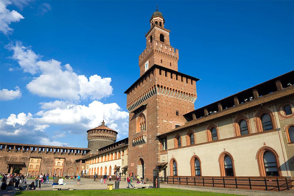 Castelli-in-Italia-castello-sforzesco-milano