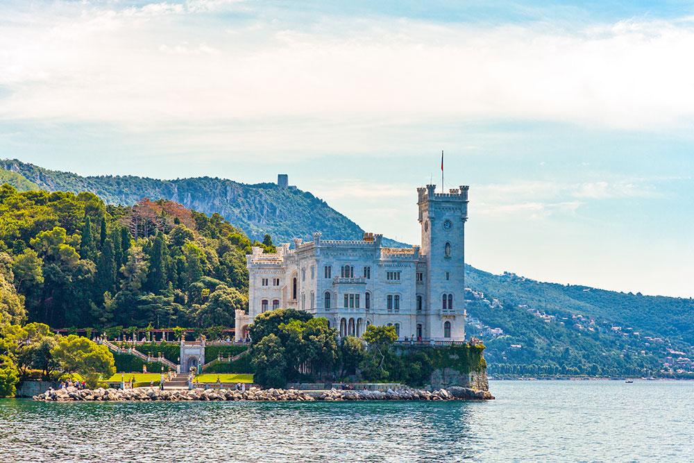 Castelli-in-Italia-castello-miramare-trieste