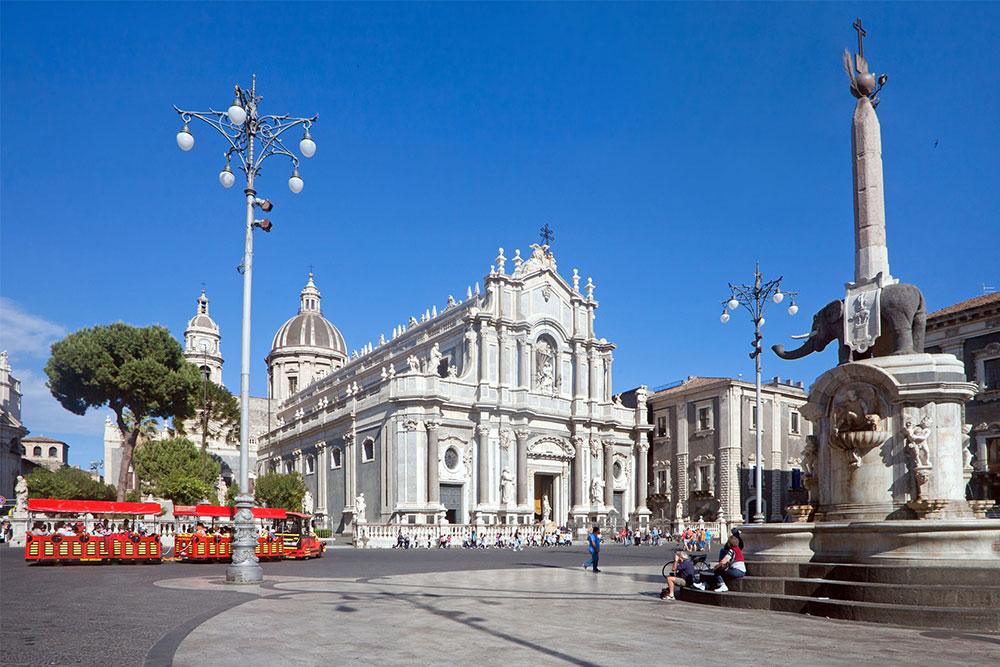 cosa-vedere-a-Catania-in-3-giorni-piazza-duomo