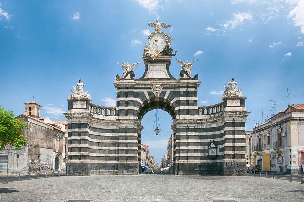 cosa-vedere-a-Catania-in-3-giorni-porta-garibaldi