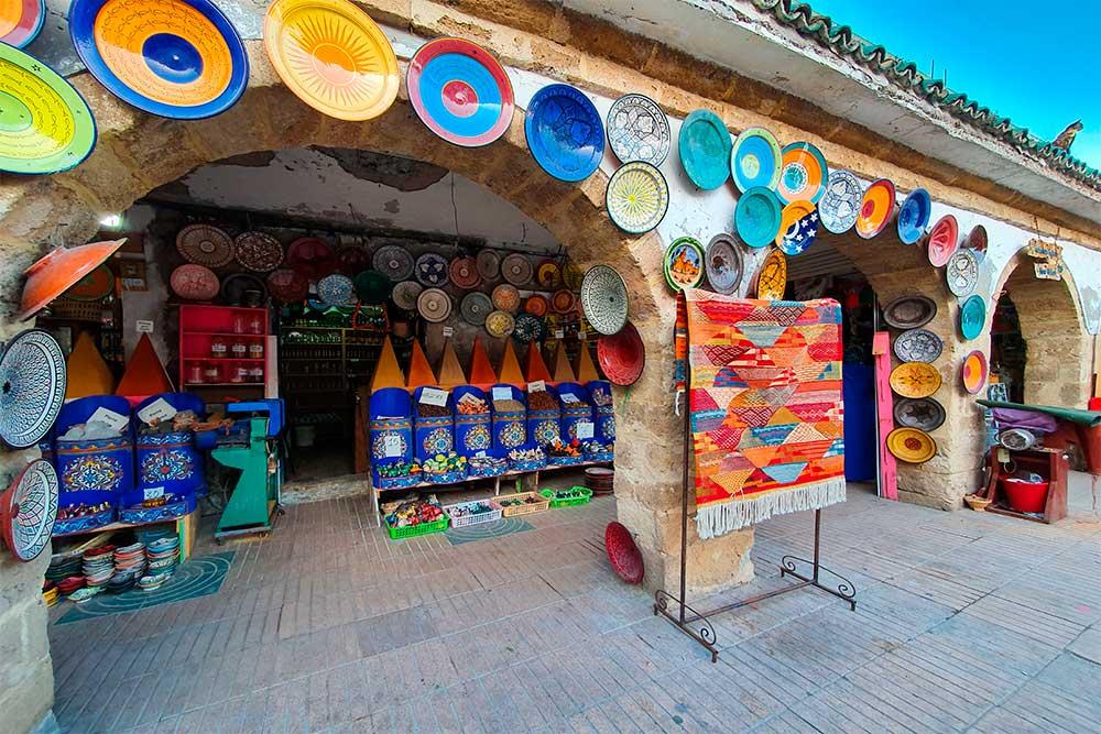 Cosa-vedere-a-Essaouira-negozio-tipico-di ceramiche