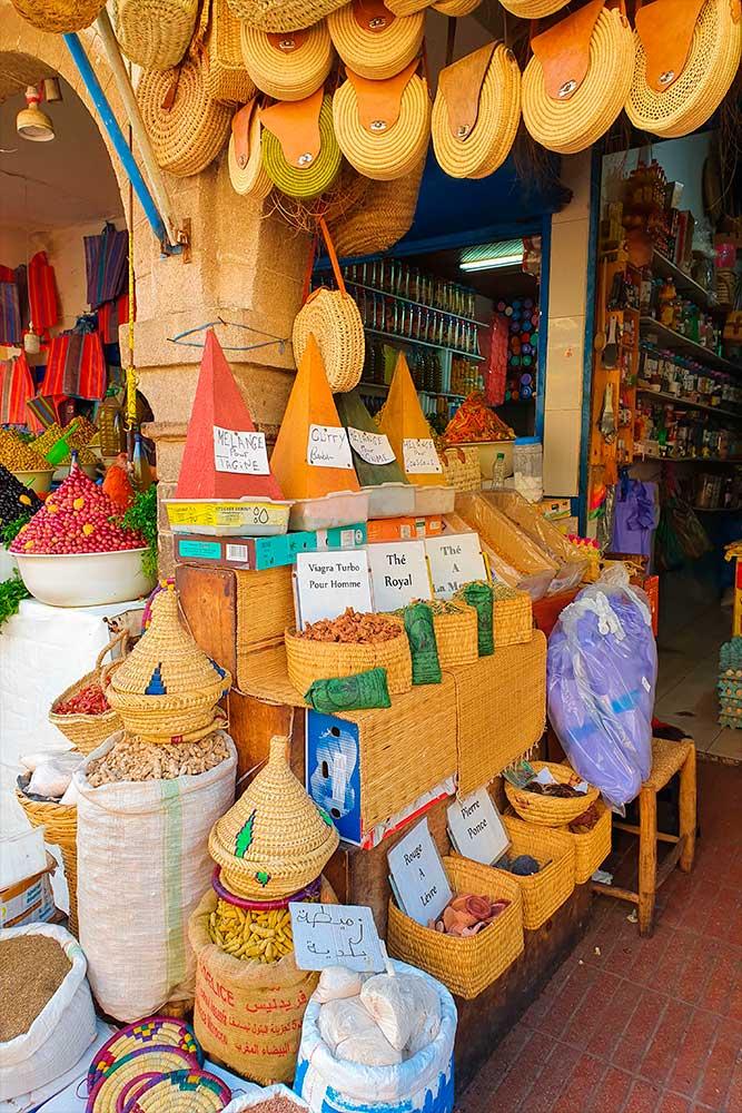 Cosa-vedere-a-Essaouira-negozio-di-spezie-e-artigianato