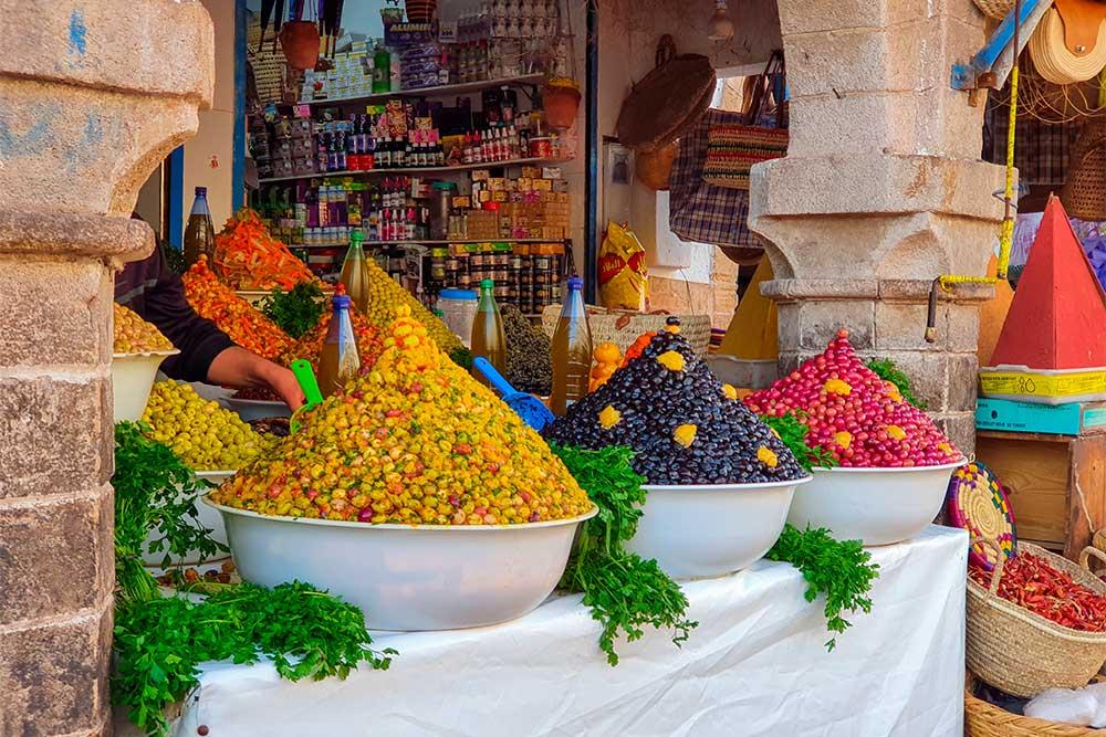 Cosa-vedere-a-Essaouira-olive-spezie-al-mercato