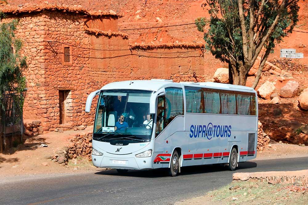 Da-Marrakech-a-Essaouira-bus-compagnia-supratours