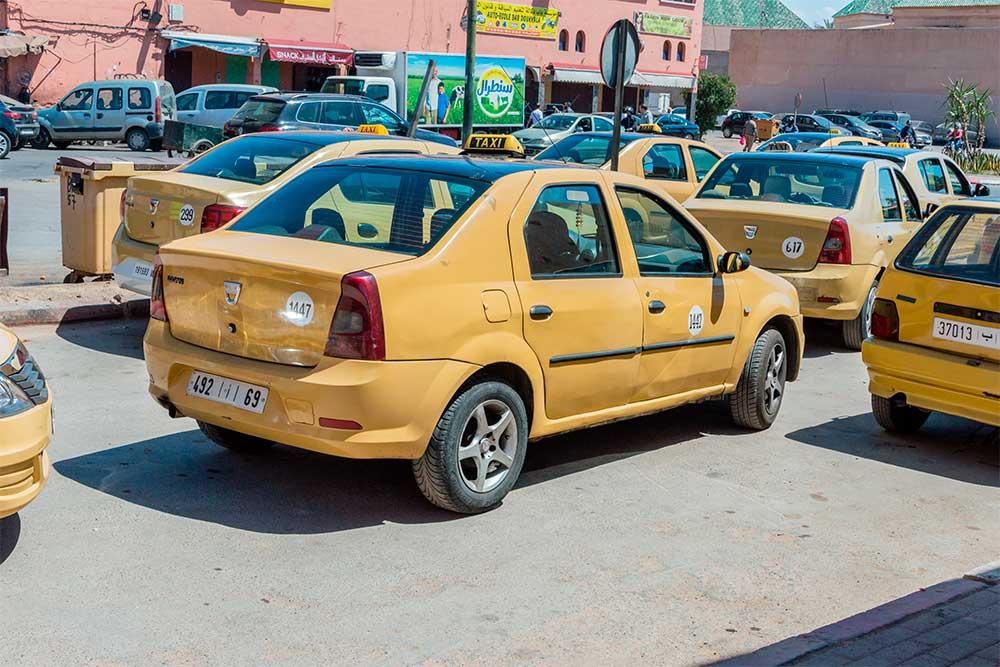 Da-Marrakech-a-Essaouira-taxi-giallo-Marrakech-Marocco