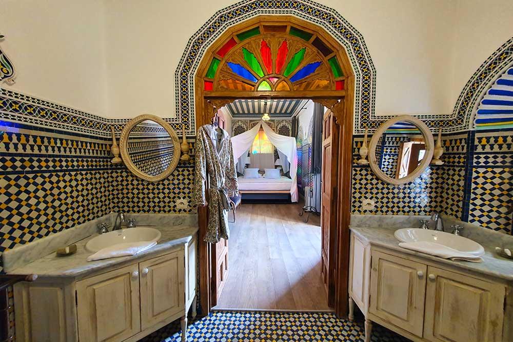 Riad-a-Rabat-bagno-lavabo-tipico-marocchino