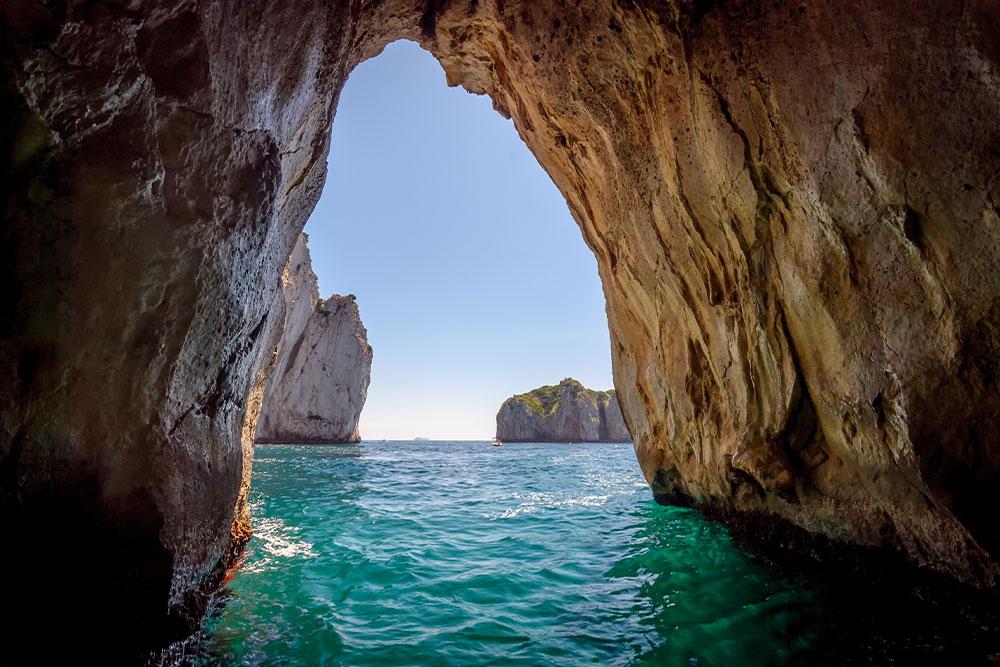 dove-andare-in-vacanza-a-Giugno-capri-grotta-azzurra