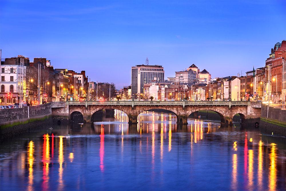 dublino-quando-andare-ponte-fiume-liffey
