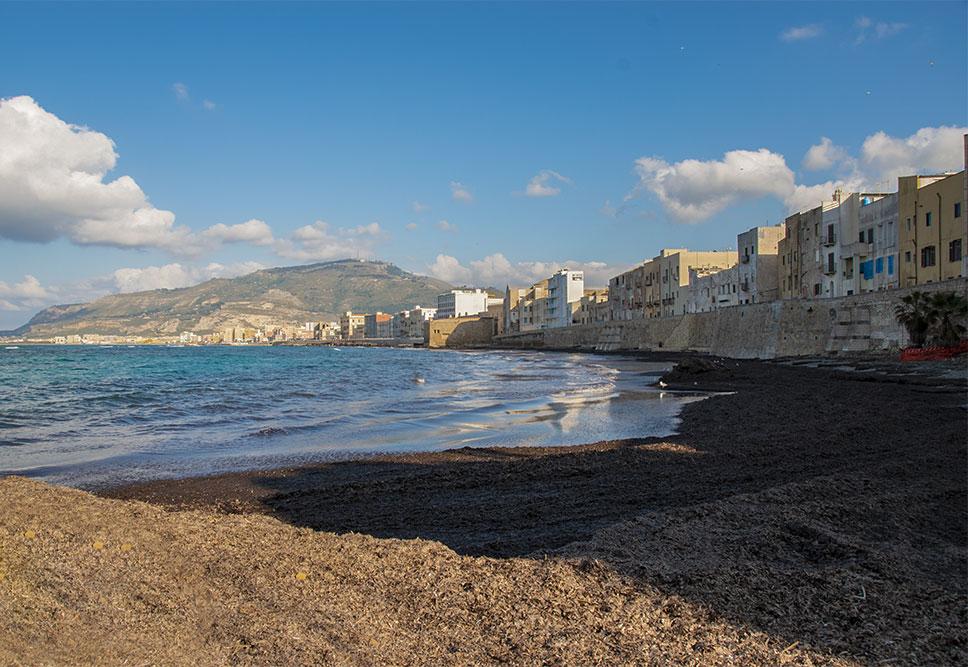 Trapani-cosa-vedere-mura-di-tramontana-spiaggia