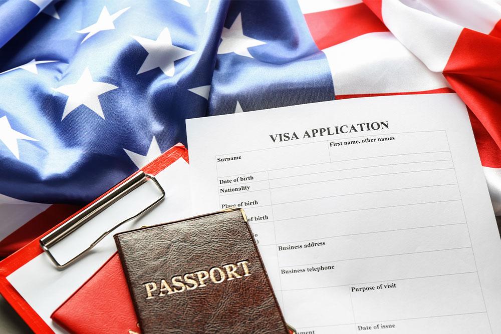 Visto-esta-per-gli-usa-passaportp-documenti-bandiera-americana