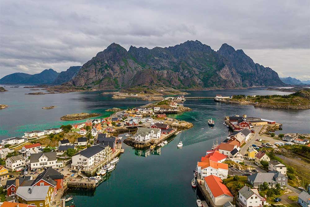 Henningsvær-lofoten-villaggio-pescatori